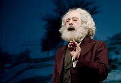 Aziz Nesin, Nazım Hikmet ve Marx aynı sahnede