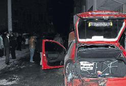 Bornova'da iki aracı yaktılar