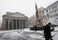 Romaya yıllar sonra kar yağdı