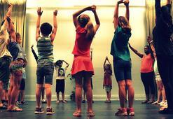 KatsSahnede çocuklar oyunla öğreniyor