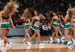 Cheerleader klagt Mannschaft an