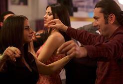 Halil Sezai ile Büşra Pekinden göbekli dans şovu