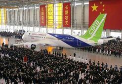 Çin, ilk büyük yerli yolcu uçağını üretti