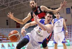 Demir İnşaat Büyükçekmece:  73 - Gaziantep Basketbol: 68