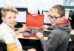 Uğur Koleji öğrencileri geleceklerini kodluyor
