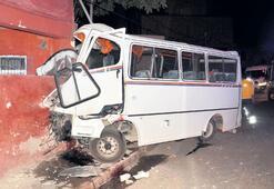 Alkollü sürücü  eve çarptı: 3 ölü