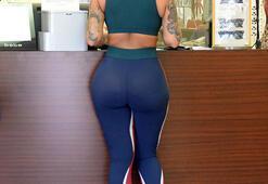 Amber Rose spor giyimi yine abarttı