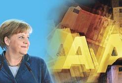 S&P'nin kroşesi Merkel'i güçlendirdi