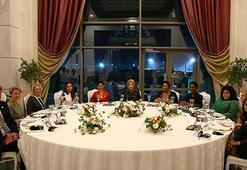 Lider eşlerinin masasındaki tek erkek