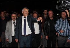 CHPli Başkan 200 kişi ile binayı bastı