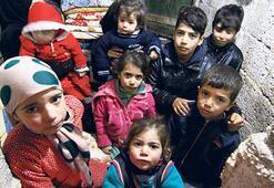 Bombadan kaçtılar açlıkla savaşıyorlar