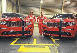Massa ve Alonso 'Ferrari görünümlü' Jeep kullanacak
