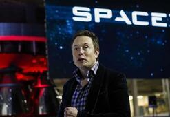 Elon Musk uzayda şov yapıyor