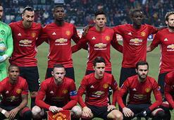 Manchesterlı futbolseverler galibiyeti unuttu