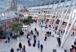 Düsseldorf Havalimanında alıkonulan 14 yolcudan 1 tutuklandı 8i iltica etti
