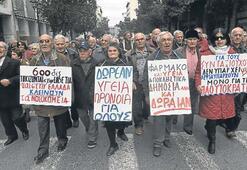 AB kritik Yunanistan kararını erteledi