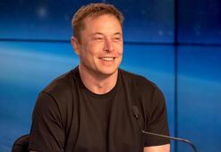 Elon Musk: Eğer bir rakibimin roketi 2023den önce uçarsa şapkamı hardala batırarak yerim