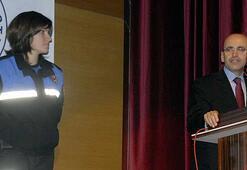 Kadın polis bakanı Kürtçe karşıladı