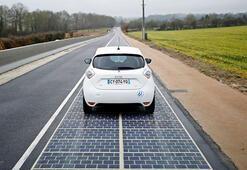 Dünyanın ilk güneş enerjili yolu açıldı