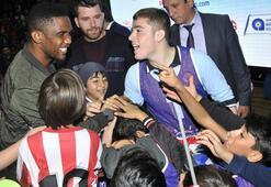 Etooya Antalya Okullar Liginin açılış etkinliğinde genç sporcularla buluştu