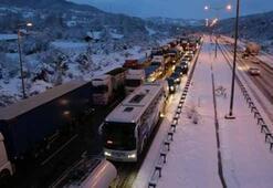 Kar esareti: TEM otoyolu ulaşıma kapandı