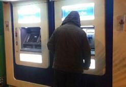ATMlere yılbaşı kutlamalarına hayır afişine gözaltı