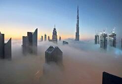 Gökdelenler şehri Dubai'ye sis çöktü