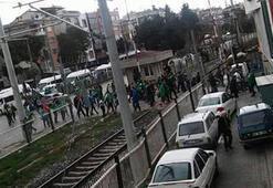 Akhisarspor ve Bursaspor taraftarı birbirine girdi