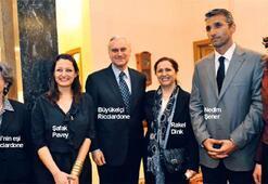 Büyükelçilik'te ağlatan buluşma