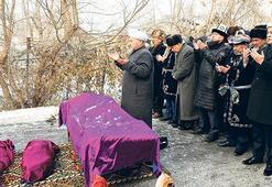 Uçak kazasının kurbanları  toprağa  verildi