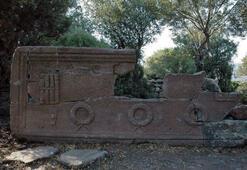 Manisada 2 bin 200 yılık okul müdürü lahiti bulundu