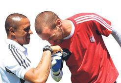 Öp Carlos'un elini