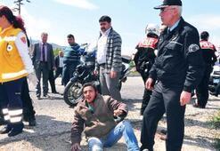 Şüpheli, motorsikleti polisin üzerine sürdü