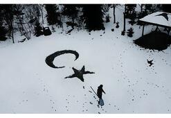 Yurttan kış manzaraları... Ay yıldız çizdiler