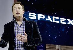 Musk, Teslasını uzaya fırlatarak paranın satın alamayacağı reklamı yaptı