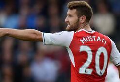 Arsenal,  Mustafi nin forma giydiği 21 maçta yenilgi yüzü görmedi