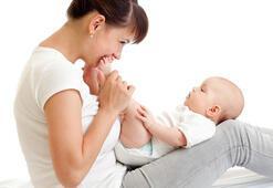 Bebeği ayakta sallamak zararlı mı
