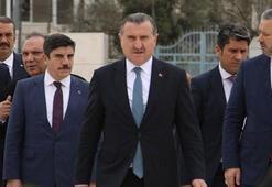 Gençlik ve Spor Bakanı Bak Filistinli çocuklarla futbol ve basketbol oynadı
