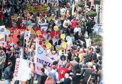 Emekliler zamlara karşı sokağa çıktı