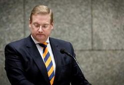 Hollandada aklanan uyuşturucu parası bir bakanı daha koltuğundan etti