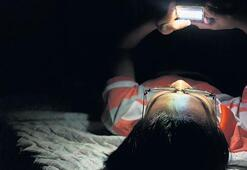 Telefonunuza  en az 40 cm mesafeden  bakın