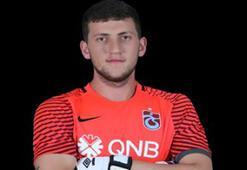 Trabzonsporlu futbolcu buzda düşüp sakatlandı