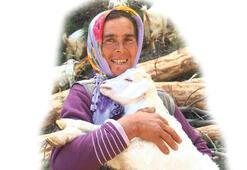 Çobanlık yapıp üç çocuğunu okutuyor