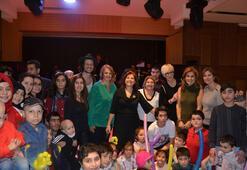 Kanserli çocuklara yeni yıl kutlaması