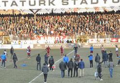 Elazığsporlu futbolculardan tarihi protesto