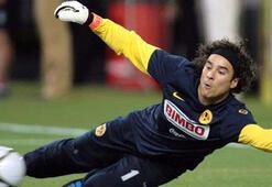Beşiktaşın da ilgilendiği Guillermo Ochoa Meksikaya transfer oldu