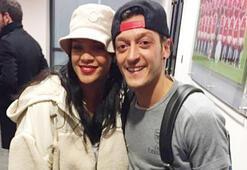 Rihanna hangi takımı destekleyeceğini biliyor