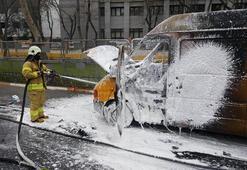 Vatan Caddesi'nde yanan PTT aracı trafiği durdurdu