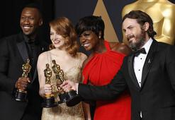 Oscar ödülleri sahiplerini buldu.. ´La La Land´ büyük şok yaşadı