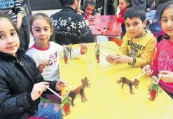 Çocuklar, İzmir Park'ta eğleniyor